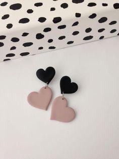 Diy Earrings Polymer Clay, Cute Polymer Clay, Polymer Clay Charms, Polymer Clay Projects, Pink Earrings, Heart Earrings, Statement Earrings, Dangle Earrings, Clay Design