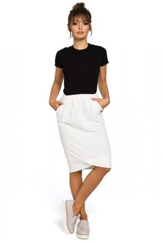 Beautiful skirt with pencil cut and interesting pleat detail at the hem. Everything is made of soft, ribbed fabric with an elasticized waist. Perfect for everyday. Pencil Skirt Casual, Pencil Skirt Outfits, Pencil Skirt Black, Pencil Skirts, Pencil Dresses, Office Outfits Women, Office Fashion Women, Pencil Skirt Tutorial, Modest Skirts