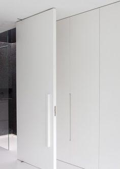 Clean minimal lines inside the Villa ML by Arjaan de Feyter & Bart Coenen _