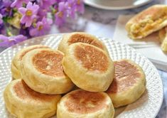 Bakpia Teflon/Roti Bakpia Cake Recipes, Snack Recipes, Cooking Recipes, Snacks, Bread Recipes, Roti Canai Recipe, Bolu Cake, Traditional Cakes, Ramadan Recipes