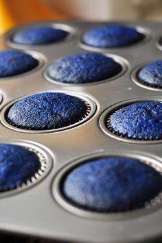 Blue Velvet Thing 1 and Thing 2 Cupcakes - The Candid Appetite Blue Velvet Cupcakes, Red Cupcakes, Baking Cupcakes, Cupcake Recipes, Cupcake Cakes, Recipe For Blue Velvet Cake, Police Cupcakes, Cupcakes Lindos, Galaxy Cupcakes