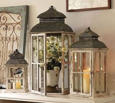 Fireplace mantle decor with lanterns Style At Home, Country Decor, Farmhouse Decor, Farmhouse Style, Farmhouse Table Centerpieces, Farmhouse Fireplace, Farmhouse Signs, Modern Farmhouse, Decoration Shabby