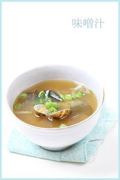 zuppa di miso e vongole. cena giapponese