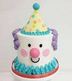 Bolo mais fofo de palhacinho! Imagem @sonhodecriancafestasinfantis  #loucaporfestas #bolo #cake #bololpf #cakelpf