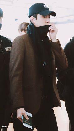 세 훈 Sehun Incheon Airport to Chile 190116 Exo 2014, Xiuchen, Celebrity List, Hunhan, Baekhyun Chanyeol, Exo Members, Chinese Boy, Airport Style, What Is Love