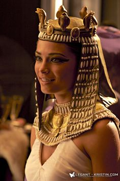 Kristin Kreuk as Cleopatra Ancient Egyptian Clothing, Egyptian Fashion, Egyptian Women, Egyptian Goddess, Egyptian Jewelry, Lana Lang, Kristin Kreuk, Smallville, Egyptian Wedding