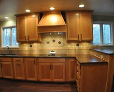 what color to paint a kitchen wood flooring that goes well with honey oak cabinets for 9619