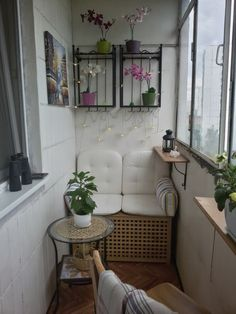 52 Ideas tiny apartment patio home for 2019 Small Balcony Decor, Tiny Balcony, Balcony Design, Home Office Design, Home Design, Interior Design, Apartment Balcony Decorating, Porch Decorating, Small Brick Patio