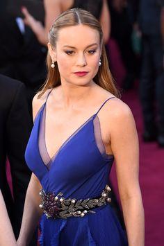 2016 Oscars #RedCarpet Accessories | Brie Larson in Niwaka earrings and Gucci belt [Photo: Stephen Lovekin]