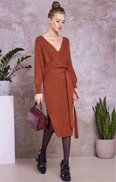 Трикотажное платье с объемными рукавами и вырезом на спине H.I.T. 053409, купить за 4980 руб в интернет-магазине TopTop.ru