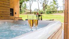 𝐇𝐚𝐩𝐩𝐲 𝐕𝐚𝐥𝐞𝐧𝐭𝐢𝐧𝐞'𝐬 𝐝𝐚𝐲! 🌹 Vieren jullie Valentijnsdag vandaag op Dormio Resort Maastricht of maken jullie het thuis romantisch? 💝🕯 Jacuzzi, Happy Valentines Day, Resorts, Lush, Vacation Resorts, Beach Resorts, Vacation Places, Whirlpool Bathtub