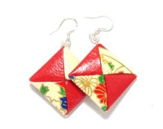 hese earrings are made from various pieces of chiyogami and retain a very origami-like impression. As they are made from chiyogami they are very light.