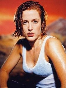 The X-Files Agent Scully - played by the amazing Gillian Anderson - has never looked sexier! #xfiles