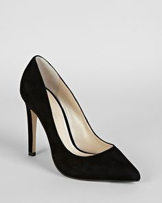 These KAREN MILLEN Pointed Toe Pumps are very Kate! I thought they might be a good repliKate for her new pointy black Jimmy Choos from tour?