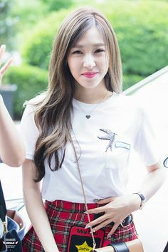 SNSD [no Seohyun] - KBS Building for Happy Together recording #Tiffany