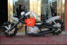 http://tecnoautos.com/wp-content/uploads/2015/08/motos-hechas-con-globos-super-creativas-4.jpg 10 espectaculares diseños de motos, elaboradas con globos. - http://tecnoautos.com/actualidad/informate/10-espectaculares-disenos-de-motos-elaboradas-con-globos/