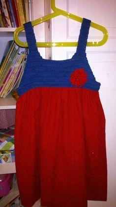 Otro vestido para mi pequeña, de tela y crochet. Espero q os guste y de ideas