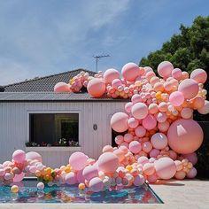 Many many balloons - Decoration For Home Balloon Installation, Balloon Backdrop, Balloon Wall, Balloon Garland, Balloon Decorations, Balloon Ideas, Balloon Columns, Balloons Galore, Big Balloons