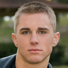 """Among men, the craze for crew cut is still there. In that line, comes the Ivy League haircut.Read More """"Ivy League Haircut For Men"""" Crew Cut Haircut, Buzz Haircut, Fade Haircut, Army Haircut, Haircut Men, Military Haircuts Men, Haircuts For Men, Men's Haircuts, Blonde Haircuts"""