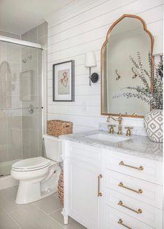 Beautiful Homes of Instagram: Fixer Upper - Home Bunch Interior Design Ideas #guestBathroom