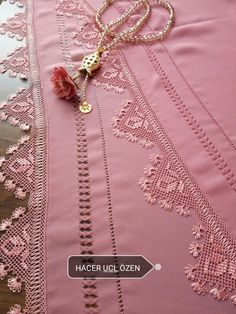 Filet Crochet, Lace Making, Tatting, Arrow Necklace, Diy And Crafts, Embroidery, How To Make, Jewelry, Hardanger