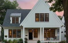 Cool 75 Aesthetic Farmhouse Exterior Design Ideas https://homeastern.com/2017/08/11/75-aesthetic-farmhouse-exterior-design-ideas/