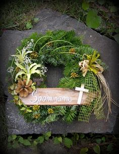 k pamiatke zosnulých / jankaa. Casket Flowers, Funeral Flowers, Christmas Plants, Christmas Wreaths, Door Wreaths, Grapevine Wreath, Funeral Caskets, Cemetery Decorations, Cemetery Flowers