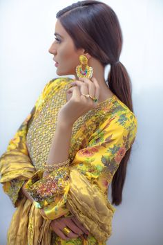 Pakistani fashion is everything. Indian Suits, Indian Attire, Indian Dresses, Indian Wear, Ethnic Fashion, Asian Fashion, High Fashion, Women's Fashion, Fashion Styles