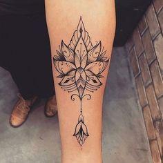 C'est vraiment un joli tatouage de femme !