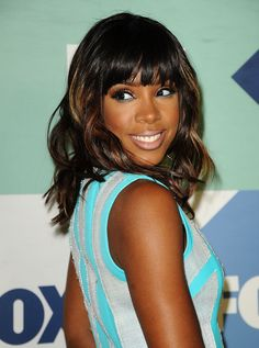 Kelly Rowland soaks a towel in ice cold water to close her pores after her daily skin routine. // #Tips #Skincare