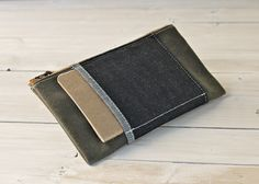 $59.00    *Ships in 1-3 days*    Perfect companion for any bag, the Moss Pouch is simple yet refined enough to make it incredibly useful. Wrap-around notebook & pencil/pen slots allow for quick access to writing implements, freeing up space inside for other carry-along items.    Made out of heavy-weight waxed canvas for durability - 24oz. Pen/Pencil/Notebook area is raw Indigo denim.    Truly gets better with age, as most things worth holding onto should.    + Waxed Canvas Twill Body…