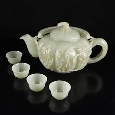 A Set Chinese High Relief Hetian Jade Teapot & Cups 中國清風格 和田老玉茶壺和杯子