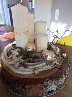 Advent wreath on a tree slice - Advent wreath on a tree slice - Christmas Advent Wreath, Christmas Candle, Christmas Centerpieces, Christmas Time, Christmas Crafts, Christmas Decorations, Xmas, Tree Slices, Minimalist Christmas