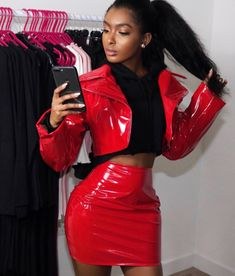 Total look rouge en cuir Leather Skirt, Leather Skirts
