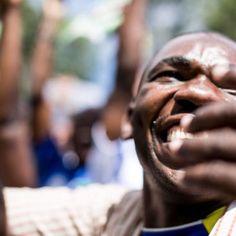 """Print """"Uganda - Goal! 3""""  Christian Klant Print als kaschierte Ausbelichtung auf Aludibond hinter Acrylglas aus der Uganda Serie, Format: 75 cm x 50 cm. Der Verkaufserlös wird zu 100% an WASH United gespendet!"""