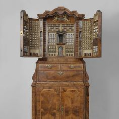Collector's cabinet, Anonymous, 1730 - Rijksmuseum Veneered with walnut and olive wood in oak core. Contents complete. The small central alcove can be removed to reveal a hidden pulley system that opens a set of secret drawers.