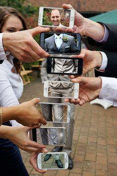 Bei Hochzeitsfotos kann man einige Gäste direkt involvieren! Gibt einen tollen Effekt. #hochzeit #foto #smartphone