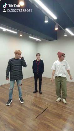 방탄소년단 on – Typical Miracle Bts Gifs, Kpop Gifs, Bts Aegyo, Bts Taehyung, Foto Bts, Bts Bangtan Boy, Bts Jungkook, Hoseok Bts, Bts Dance Practice