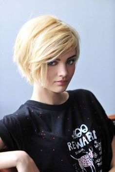 Dive in to get those irresistible Layered Bob Hairstyles. you can get a perfect short layered bob hairstyles for your short hair or layered lob as you want. Cute Short Haircuts, Cute Hairstyles For Short Hair, Girl Short Hair, Straight Hairstyles, Black Hairstyles, Short Blonde, Medium Haircuts, Blonde Pixie, Pixie Haircuts