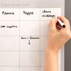 """""""Elsker min ukeplan på kjøleskapet 🥰🥰 vi er 4 stykk i familien, men har 6 ruter. En til hver + en felles og en til middager 🙂 Helt genialt! Den har gjort hverdagen super oversiktlig 😍😍😍"""" Anne-Karin S. Takk for herlig tilbakemelding ❤️ . . . . #sjarmtroll #norskdesign #norsknettbutikk #ukeplan #planlegging #familie #familietid #familien #foreldre #foreldrerollen #foreldreogbarn #ukemeny #ukensmiddager #vimedbarn #barn #barna #oversikt #godoversikt #aktivhverdag #aktivfamilie #gaveide… Anna Karina, Instagram, Design"""