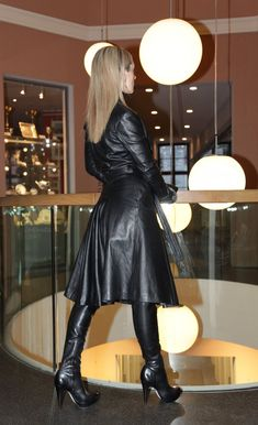 Long Leather Skirt, Long Leather Coat, High Leather Boots, Leather Trench Coat, Black Leather Skirts, Leather Dresses, Leather Outfits, Trent Coat, Lady Ann