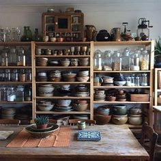 Country kitchen decorating ideas - country designs, comfort and easy living Rustic Kitchen, Country Kitchen, New Kitchen, Kitchen Dining, Kitchen Decor, Kitchen Ideas, Kitchen Furniture, Kitchen Interior, Furniture Stores
