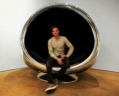 Fauteuil œuf design en capot d'avion par Fallen Furniture