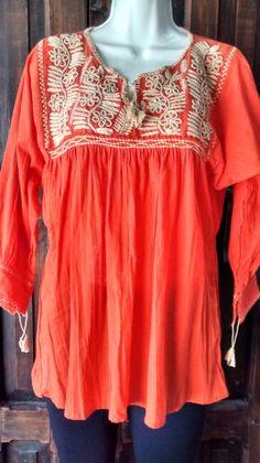 Blusa teopisca.bordada a mano. 300 pesos.