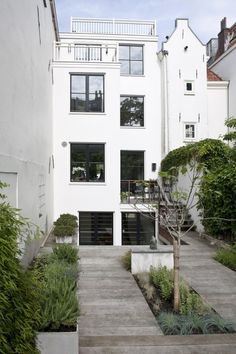 Renovation Prinsengracht, A'dam, Netherlands by Kodde Architects Residential Architecture, Landscape Architecture, Interior Architecture, Interior And Exterior, Future House, My House, Outdoor Spaces, Outdoor Living, Townhouse Garden