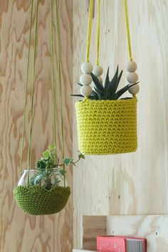 47 Ideias de Artesanato Para Fazer com Fio de Malha Crochet Diy, Cactus En Crochet, Crochet Home Decor, Love Crochet, Crochet Gifts, Crochet Dolls, Yarn Crafts, Diy And Crafts, Knitting Yarn