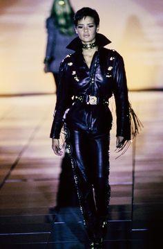 Versace Fall 1992 Ready-to-Wear Fashion Show - Linda Evangelista