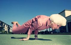 Regardless of one's age or fitness level, regular exercise offers inumerable benefits to those seeking health, fitness and stress reduction. Yoga is possible at any age! Fitness Workouts, Fitness Motivation, Fitness Weightloss, Fitness Goals, Yoga Bewegungen, Yoga Moves, Yoga Exercises, Vinyasa Yoga, Hot Yoga