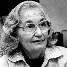 Josefina Pla Era un español poeta , dramaturgo , crítico de arte , pintor y periodista . Recibió numerosos premios y distinciones por su obra literaria , por defender los derechos humanos y la igualdad entre hombres y mujeres.