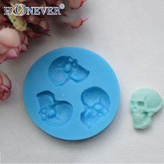 Just in to our Accessories collection! Kawaiiiii :3  Halloween Skull Chocolate Mold